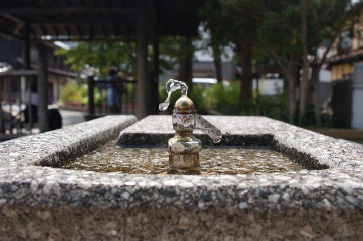 公園の蛇口からでる水。バックが暗いからより映えます。Phote by 大学生Nちゃん